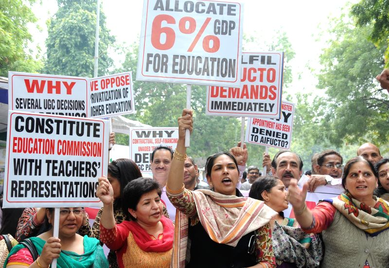 The members of All India Federation of University and College Teachers Organisation (AIFUCTO) stage a demonstration to press for their demands in New Delhi, on March 13, 2015.