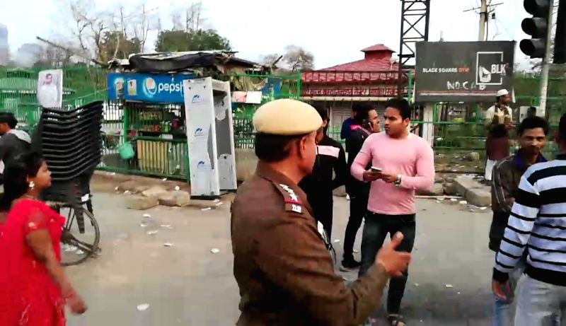 New Delhi: The passage between Kalindi Kunj to Nodia (via Road No. 9, Okhla) which was blocked for more than two months due to the anti-Citizenship Amendment Act (CAA) protests at Shaheen Bagh was opened on Feb 22, 2020. The passage was opened after