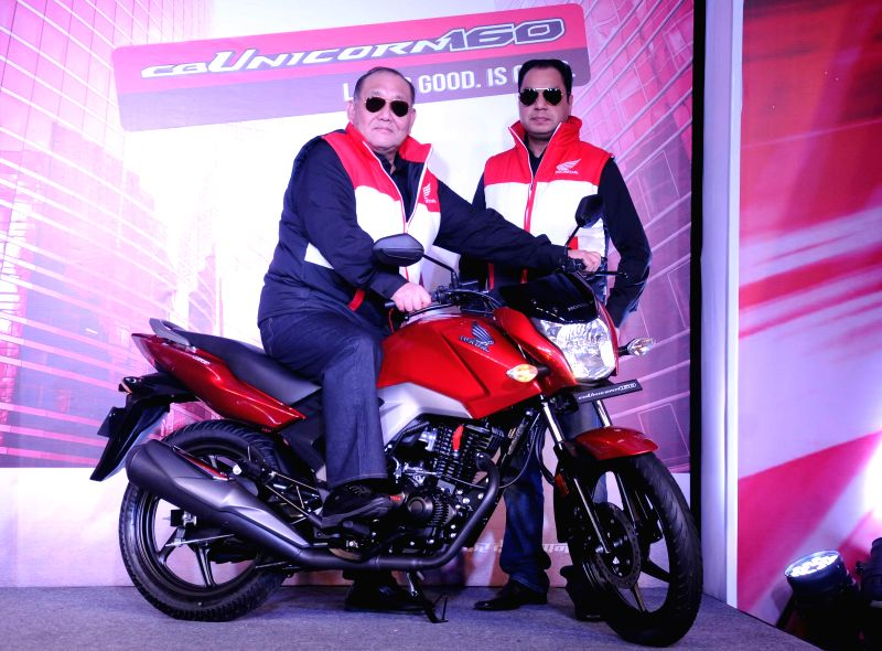 The President and CEO of Honda Motorcycle & Scooter India Pvt. Ltd. (HMSI) with the Vice President (Sales & Marketing) of the company Y.S. Guleria at the launch of Honda CB Unicorn