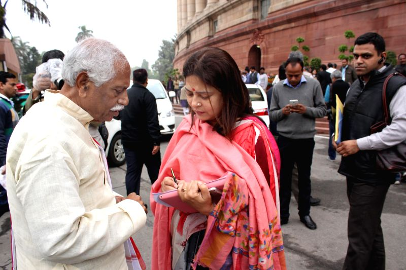 The Union Minister of State for Labour and Employment (Independent Charge) Bandaru Dattatreya and the BJP MP Meenakshi Lekhi at the Parliament in New Delhi, on March 3, 2015.