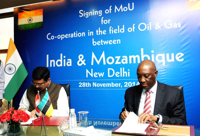 The Union Minister of State (Independent Charge) for Petroleum and Natural Gas, Dharmendra Pradhan and the Minister of Foreign Affairs, Mozambique, Oldemiro Julio Marques Baloi sign an MoU
