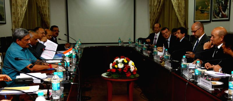 Union Defence Minister Manohar Parrikar and French Defence Minister H.E. Jean-Yves Le Drian during a delegation level meeting in New Delhi, on Dec 1, 2014.