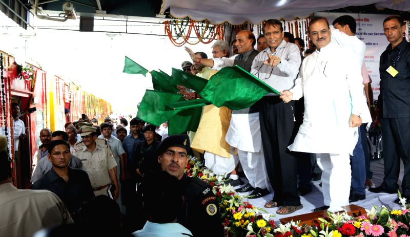 Union Home Minister Rajnath Singh and Union Railways Minister Suresh Prabhakar Prabhu during a programme organised to flag-off Lucknow-Anand Vihar Double Decker Express at Anand Vihar ... - Rajnath Singh and Suresh Prabhakar Prabhu
