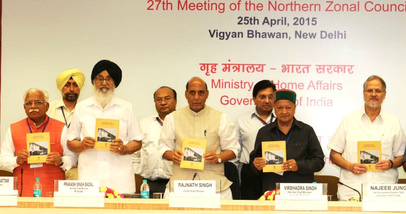 Union Home Minister Rajnath Singh at the 27th Meeting of the Northern Zonal Council, in New Delhi on April 25, 2015. Also seen the Lt. Governor of Delhi Najeeb Jung, Punjab Chief Minister ... - Prakash Singh Badal, Virbhadra Singh and Manohar Lal Khattar