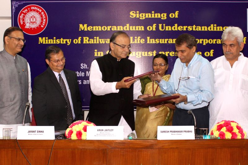 Union Minister for Railways Suresh Prabhakar Prabhu and the Union Minister for Finance, Corporate Affairs, and Information and Broadcasting Arun Jaitley at the signing of a Memorandum of ... - Suresh Prabhakar Prabhu and Arun Jaitley