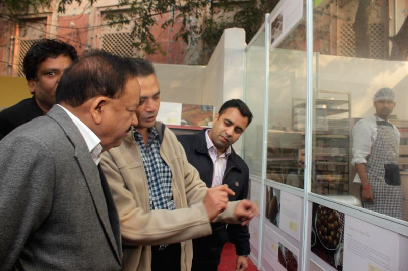 Union Minister for Science and Technology and Earth Sciences, Dr. Harsh Vardhan at 'Dilli Ke Pakwaan -2014' – a street food festival organised at Baba Kharak Singh Marg in New Delhi, on . - Kharak Singh Marg