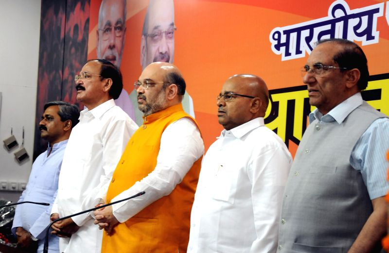 Union Minister for Urban Development, Housing and Urban Poverty Alleviation and Parliamentary Affairs M. Venkaiah Naidu, BJP chief Amit Shah with BJP leaders Vijay Kumar Malhotra and BJP ... - M. Venkaiah Naidu, Amit Shah, Vijay Kumar Malhotra and Satish Upadhyay