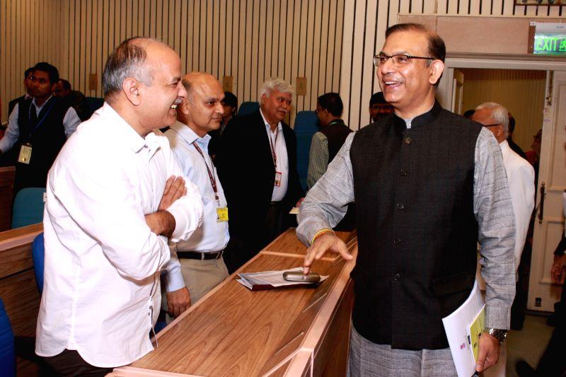 :New Delhi: Union Minister of State for Finance Jayant Sinha, Deputy Chief Minister of Delhi Manish Sisodia at the Delhi Economics Conclave in New Delhi on Nov 6,2015.. - Jayant Sinha