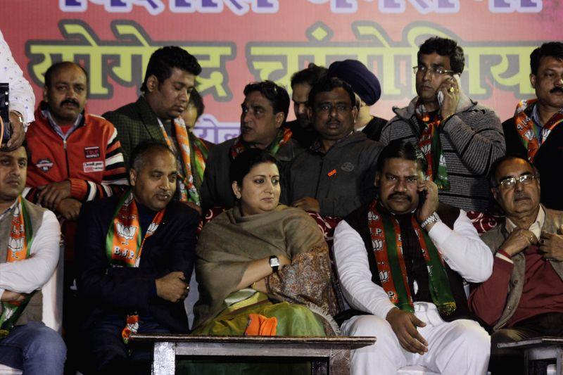 Union Minister Smriti Zubin Irani campaigning in Karol Bagh in New Delhi on Jan. 30, 2015. - Smriti Zubin Irani