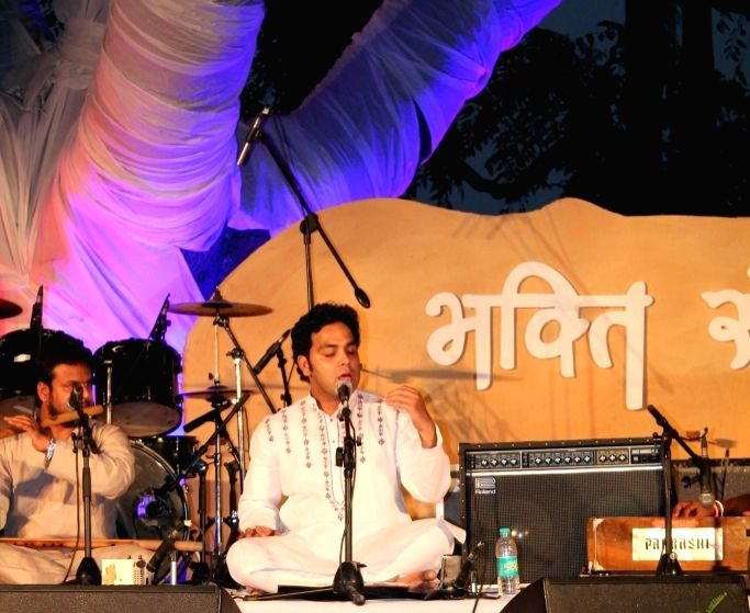 Ustad Arshad Ali Khan performs during the `Bhakti Sangeet Festival 2015` in New Delhi on April 26, 2015.