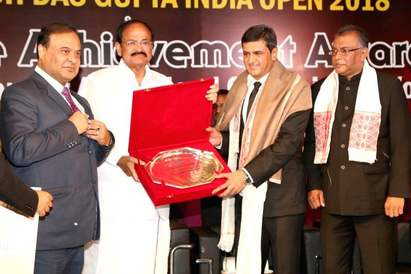 New Delhi:Veteran badminton player Prakash Padukone receiving the Lifetime Achievement Award from Vice President M. Venkaiah Naidu in New  Delhi on Jan 29,2018. - M. Venkaiah Naidu and Prakash Padukone