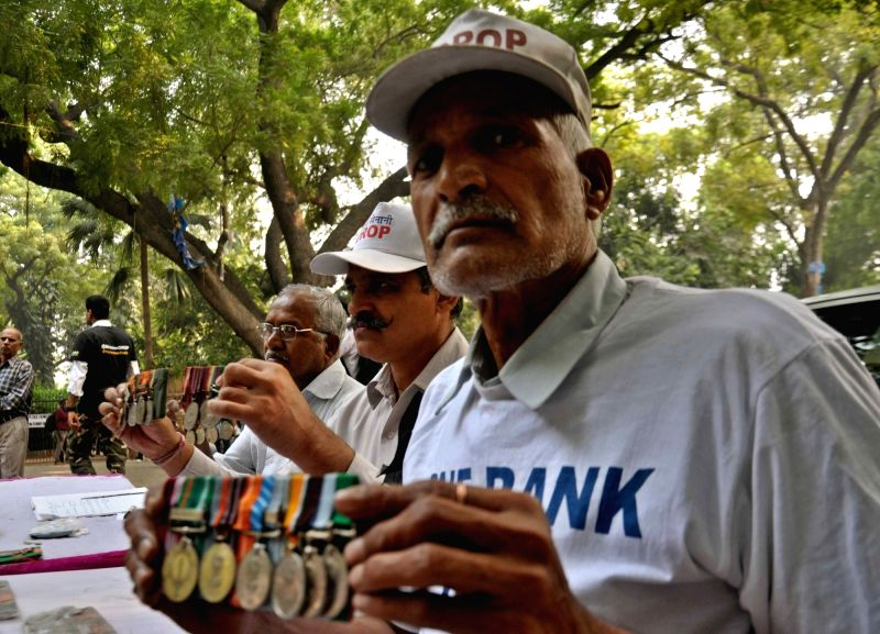 : New Delhi: War veterans return their medals to press for faster implementation of OROP at Jantar Mantar in New Delhi on Nov 10, 2015. (Photo: IANS). - K. Gandhi