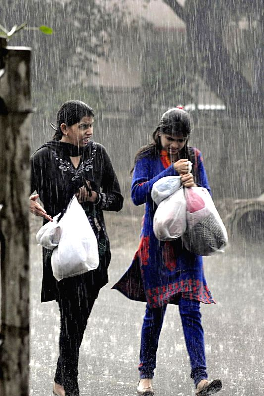 Winter rains lash New Delhi on Dec 14, 2014.