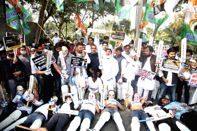 New Delhi: Youth Congress protests outside Smriti Irani's residence against petrol-diesel and gas cylinder prices.