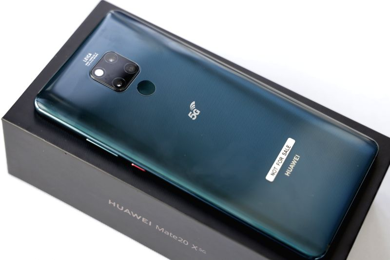 NEW YORK, Aug. 22, 2019 (Xinhua) -- A Huawei Mate 20 X (5G), the company's first 5G-enabled smartphone, is pictured during an interactive reception in New York, the United States, on Aug. 21, 2019. Chinese tech giant Huawei would continue enhancing i