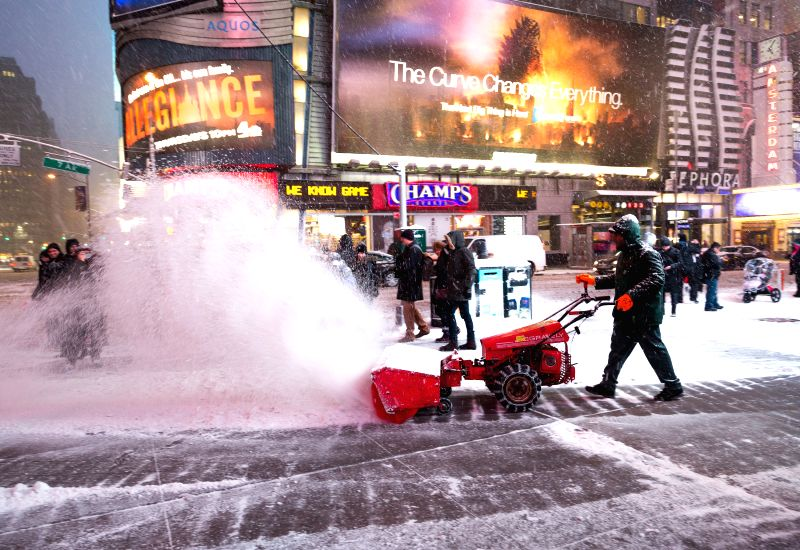 Workers clean up snow in Times Square in New York, the United States, Jan. 26, 2015. New York State Governor Andrew Cuomo declared here Monday a state of emergency
