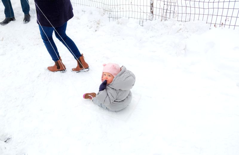 A child plays snow in the Central Park in Manhattan of New York City, the United States, Jan. 27, 2015. Most travel bans were lifted and transit services gradually