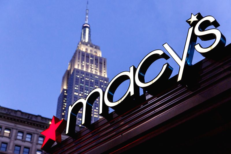 NEW YORK, Jan 8, 2015 (Xinhua) -- Photo taken on Jan 7, 2016 shows the Macy's  at its Herald Square flagship store in New York, the United States Macy's Inc's woes deepened after disappointing holiday sales prompted the department-store chain