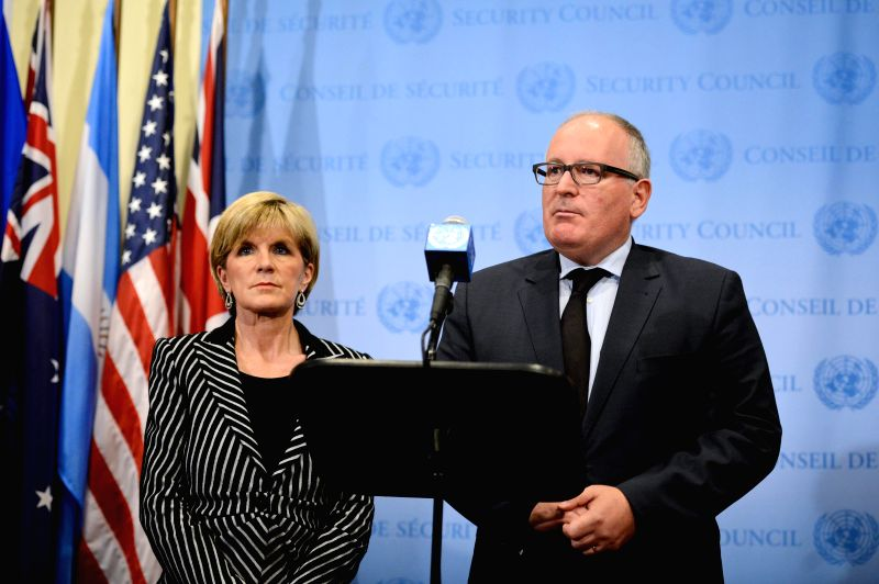 Dutch Foreign Minister Frans Timmermans (R) and his Australian counterpart Julie Bishop speak to media reporters after a United Nations Security Council meeting ... - Frans Timmermans