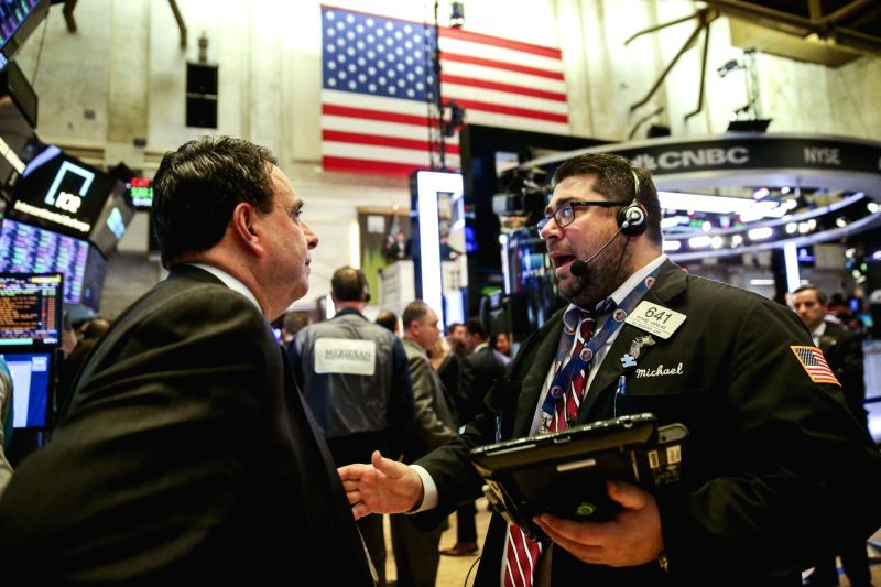 Stocks Crushed: Dow Falls 550 Points, Retail and Tech Wrecked