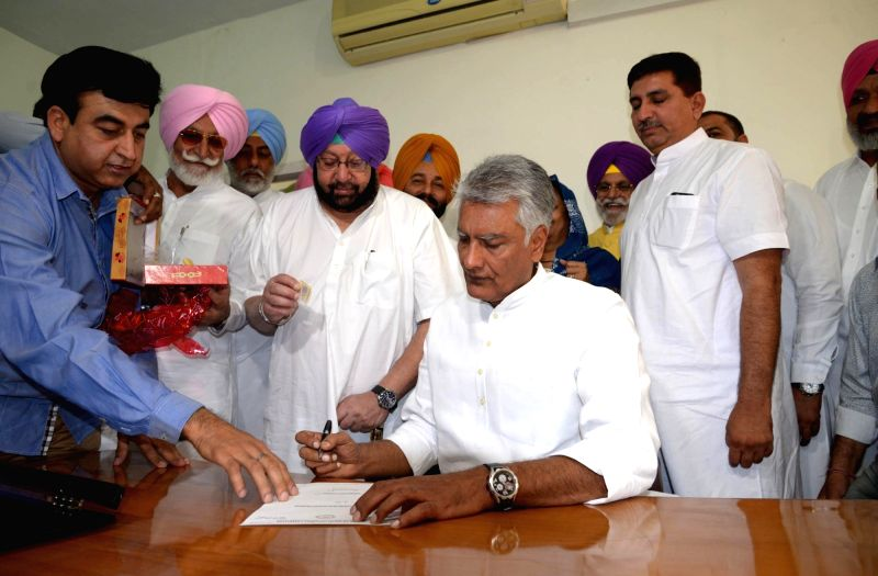 Newly appointed Punjab Congress chief Sunil Jakhar assumes charge in presence of Punjab Chief Minister Captain Amarinder Singh in Chandigarh, on May 10, 2017. - Captain Amarinder Singh
