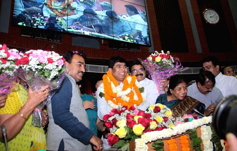 Newly elected Mayor of the North Delhi Municipal Corporation Yogendra Chandolia with Ravinder Gupta, Deputy Mayor and others at Civic Center in New Delhi on April 28, 2014. - Ravinder Gupta