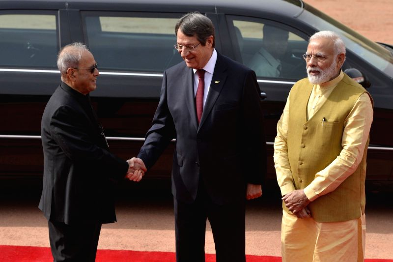 Nicos Anastasiades, President of the Republic of Cyprus being seen off by President Pranab Mukherjee and Prime Minister Narendra Modi after the ceremonial reception at Rashtrapati Bhavan, ... - Narendra Modi and Pranab Mukherjee