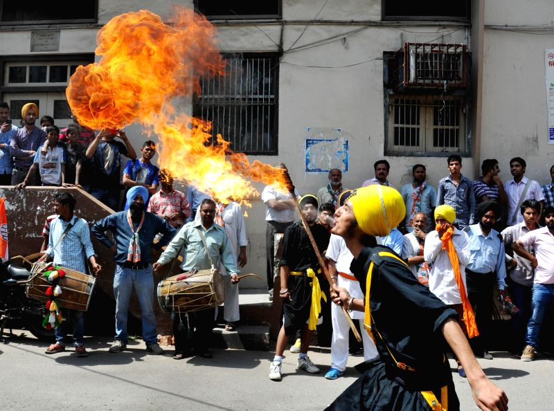 Nihang Sikh warriors demonstrate their  'gatka' skills during a road show of Congress candidate for 2014 Lok Sabha Election from Amritsar, Captain Amarinder Singh in Amritsar on April 16, 2014. - Amarinder Singh