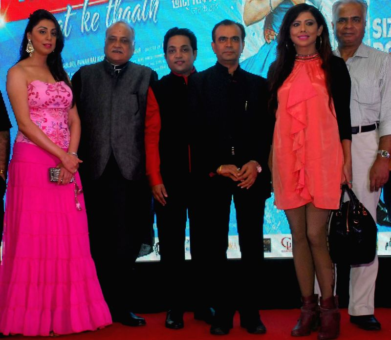 Nilofer, filmmaker T.P. Aggarwal, Aatri Kumar, Yogesh,Tina & Vidhur during the trailer and music launch of film Khota Sikka in Mumbai on Aug 31, 2014. - Aatri Kumar