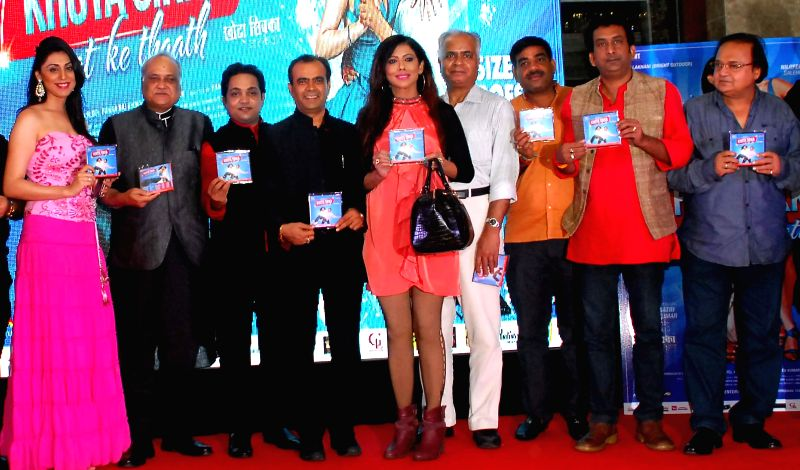 Nilofer, filmmaker T.P. Aggarwal, Aatri, Yogesh, Tina, Vidhur, Manoj, Hemant & Rakesh during the trailer and music launch of film Khota Sikka in Mumbai on Aug 31, 2014.