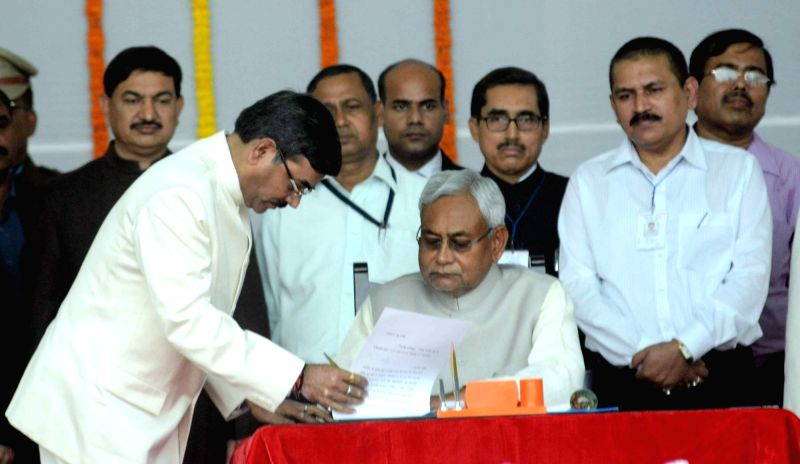 Nitish Kumar becomes the Chief Minister of Bihar in Patna, on Nov 20, 2015.