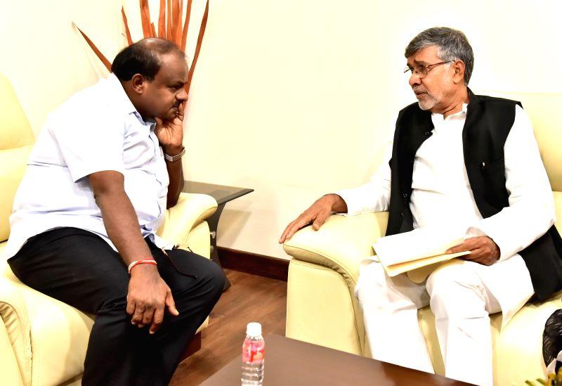 Nobel Peace Laureate Kailash Satyarthi calls on Karnataka Chief Minister HD Kumarswamy in Bengaluru on July 14, 2018. - Kailash Satyarthi