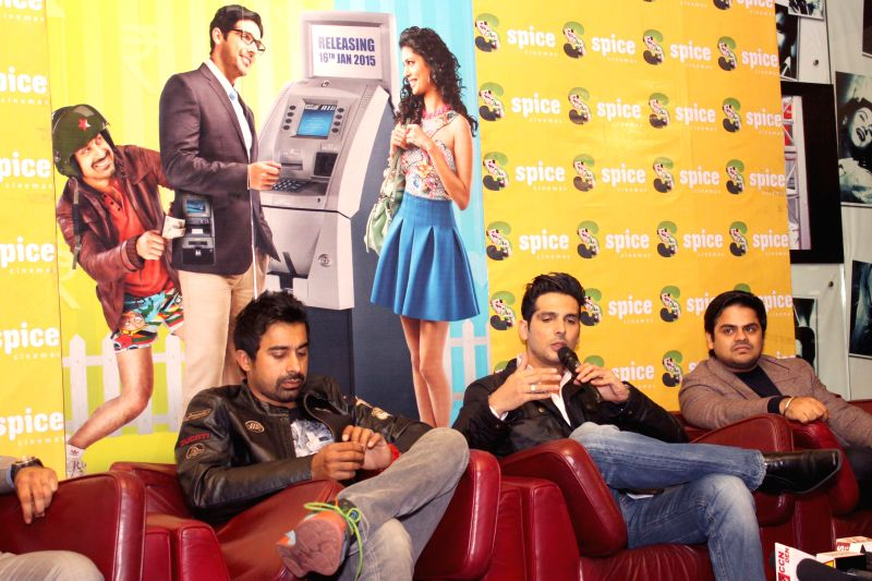 Actors Zayed Khan and Rannvijay Singh during a press conference to promote​ their ​​upcoming film`Sharafat Gayi Tel Lene` in Noida, on Jan 7, 2015. - Zayed Khan and Rannvijay Singh