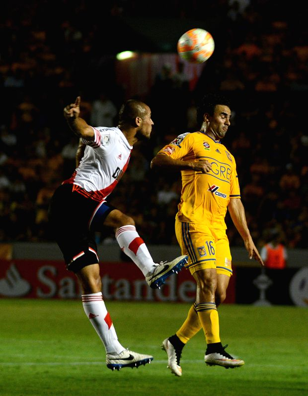 Tigres' Enrique Esqueda (R) of Mexico vies for the ball during the match of the Group 6 of the Libertadores Cup 2015 against River Plate of Argentina, held in ...