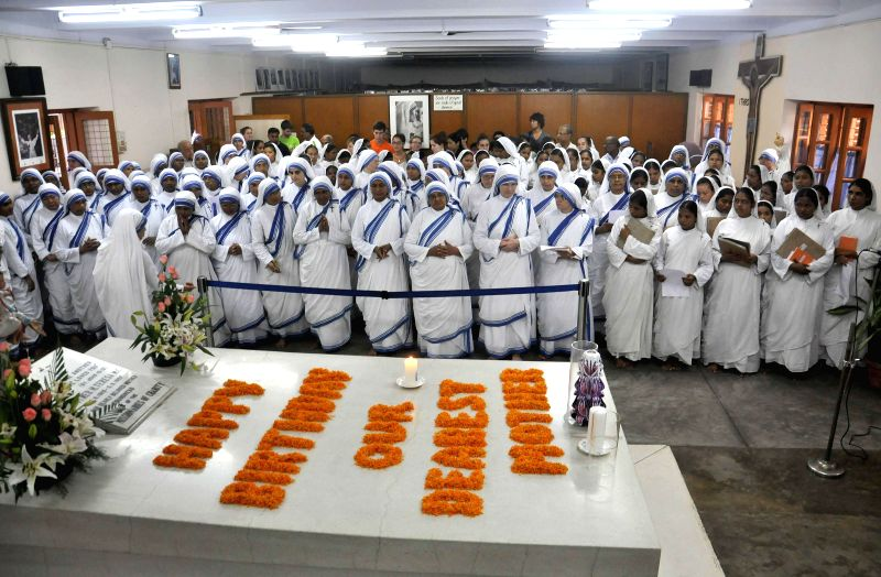 Nuns pay tribute to Mother Teresa on her 104th birth anniversary at the Mother House in Kolkata on Aug 26, 2014.