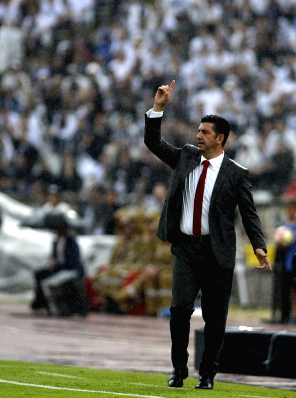 OEIRAS, May 29, 2017 - Rui Vitoria, head coach of Benfica, getures during the Portugal's Cup final between SL Benfica and Vitoria SC Guimaraes in Oeiras, Portugal, May 28, 2017. Benfica won 2-1 to ...
