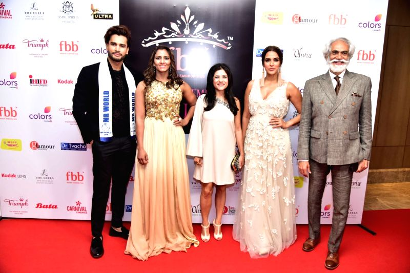 Olympic Athlet Geeta Phogat, actress Neha Dhupia, singer Kanika Kapoor and FDCI President Mr. Sunil Sethi during the Femina Miss India North 2017 in New Delhi on April 16, 2017. - Neha Dhupia and Kanika Kapoor