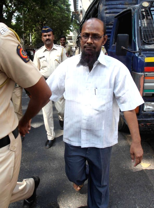 One of the accused in 2002-03 Mumbai serial bomb blast case being taken to be produced before a Mumbai court on April 6, 2016.