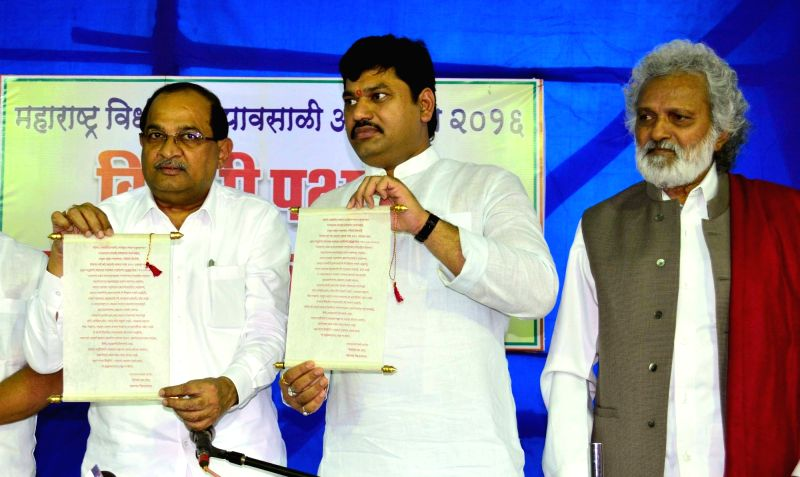 Opposition party leaders Radhakrishna Vikhe Patil, Dhananjay Munde and Jogendra Kawade during a press conference in Mumbai on July 17, 2016. - Radhakrishna Vikhe Patil