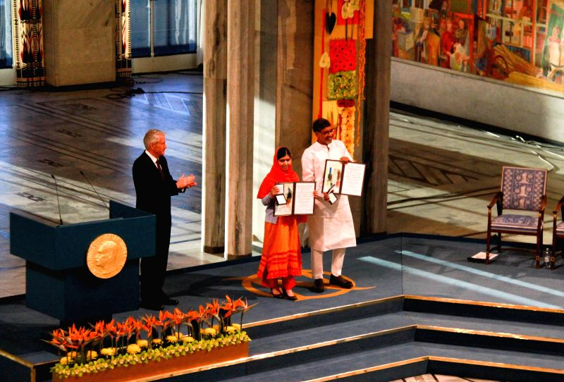 Oslo (Norway): Kailash Satyarthi (1st R) and Malala Yousafzai (2nd R) present their medals during the Nobel Peace Prize awarding ceremony in Oslo, Norway, Dec. 10, 2014. Kailash Satyarthi and Malala .