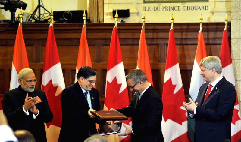 Ottawa (Canada): Prime Minister Narendra Modi and the Prime Minister of Canada, the Right Honourable Stephen Harper witness the exchange of signed documents, in Ottawa, Canada on April 15, 2015. - Narendra Modi