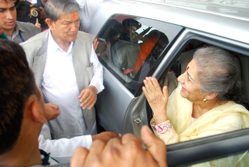 Ousted Uttarakhand Chief Minister Harish Rawat who won the trust vote in the state assembly sees off Congress leader Ambika Soni from Dehradun on May 10, 2016. - Harish Rawat