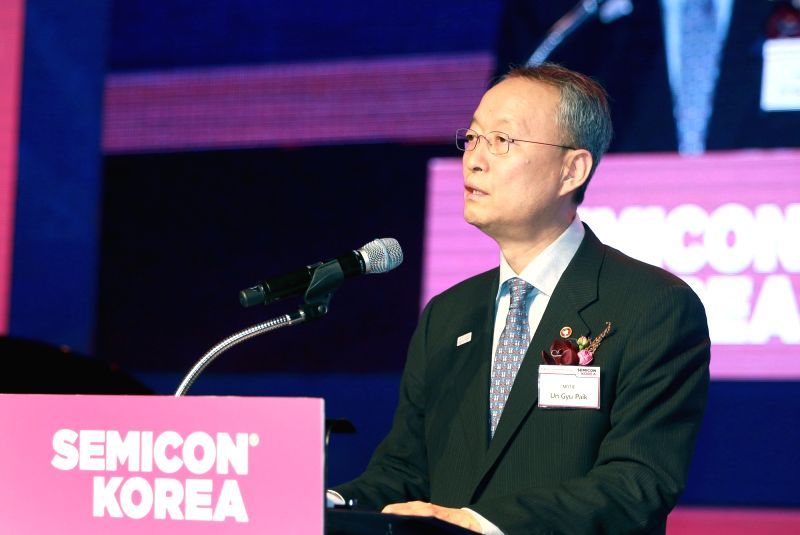 Paik Un-gyu, minister of trade, industry and energy, speaks at SEMICON Korea 2018 at a hotel in Seoul on Jan. 31, 2018.