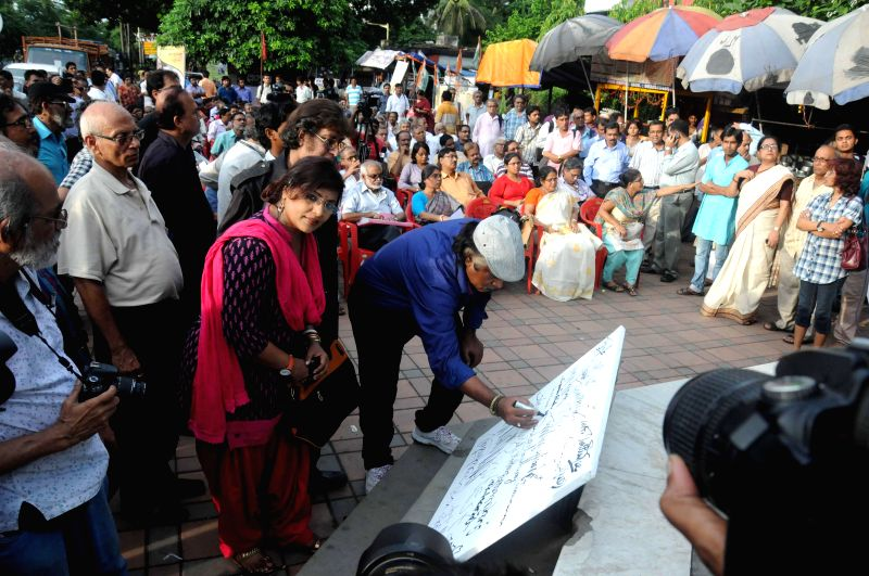 Painter Samir Aich and other intellectuals including Papiya Adhikari and Wasim Kapur participate in a demonstration organised in front of Academy of Fine Arts in Kolkata on July 16, 2014.