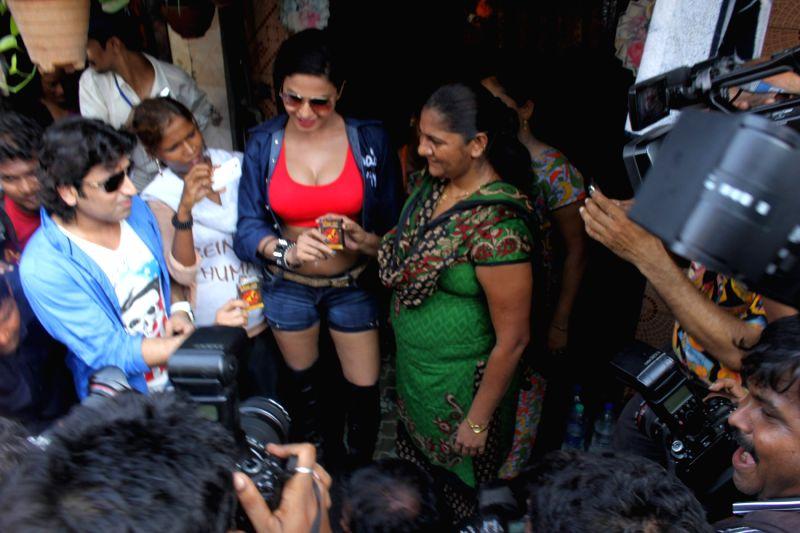 Veena Malik Visit Kamathipura Red Light Area-1845