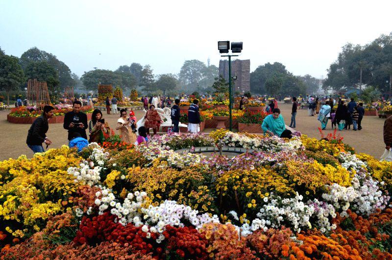 Pakistani people visit an annual autumn flowers show in eastern Pakistan's Lahore, Dec. 10, 2015.