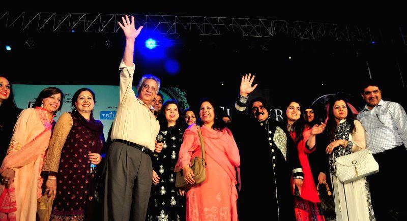 Pakistani Punjabi folk singer Arif Lohar during 'Pakistani Show' in Amritsar on May 10, 2014.
