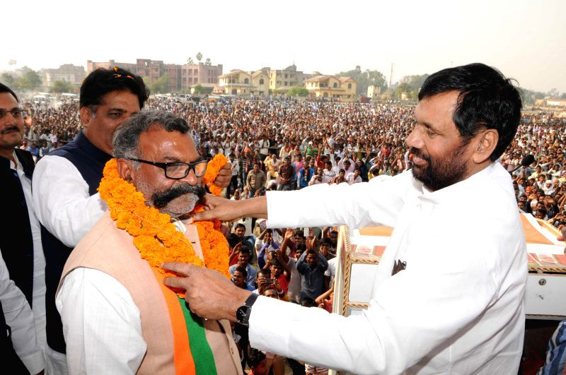LJP chief and Union Minister for Consumer Affairs, Food and Public Distribution Ramvilas Paswan during a rally to support BJP candidate  Kameshwar Kushwaha ahead Jharkhand assembly election ..