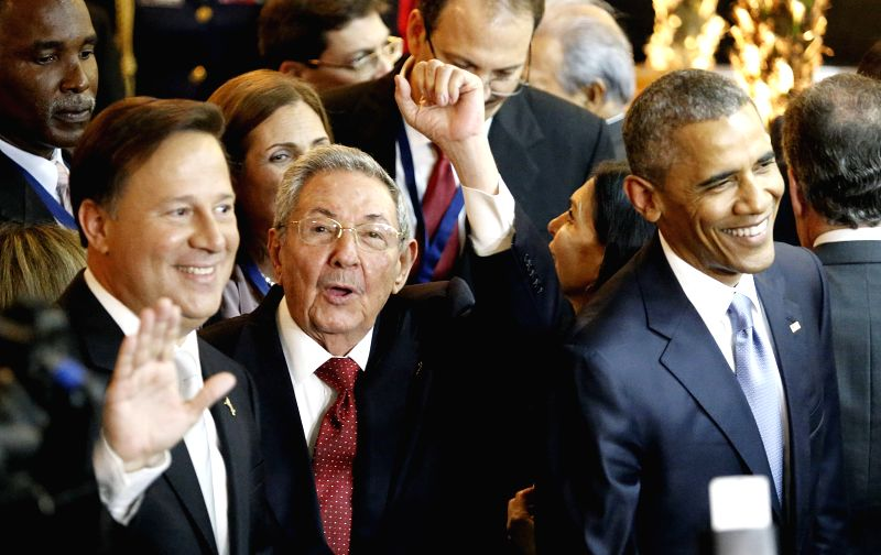 Panama's President Juan Carlos Varela (L), Cuba's President Raul Castro (C) and U.S. President Barack Obama (R) react during the opening ceremony of the 7th ...