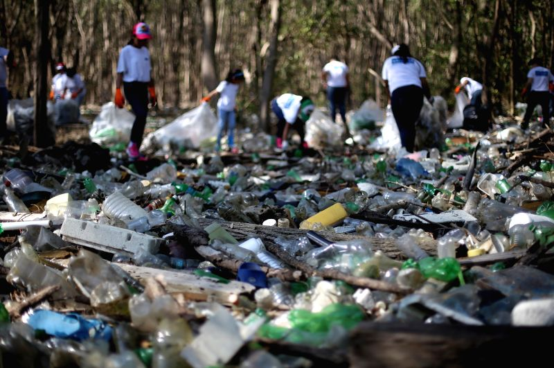 PANAMA CITY, April 23, 2017 - Volunteers collect garbages to mark the World Earth Day in Panama City, capital of Panama, on April 22, 2017.